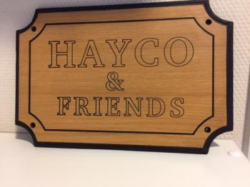 Naamplaat Model D in Houtmotief Bruin Fijn  HAYCO & FRIENDS