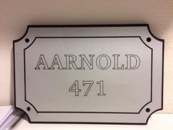 Naamplaat Model D in Zilver met zwarte tekst - AARNOLD 471